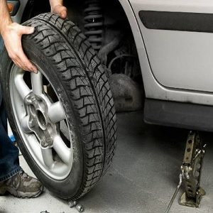 Roadside Assistance Northridge - Tire Change